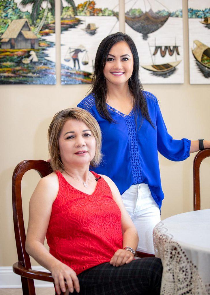University of West Florida Graduate Hong Potomski and mother
